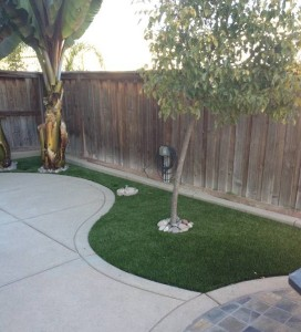 FieldTurf artificial grass next to pool deck. With no fading and it's resistance to pool chemicals. FieldTurf synthetic grass is the perfect choice.