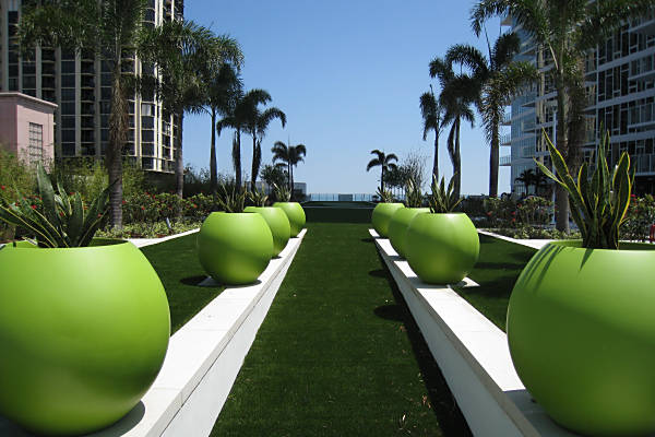 Signature Place, Florida with green rooftop artificial lawn